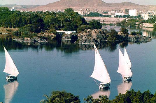 Viajes a Egipto: Veleros navegando por el Rio Nilo