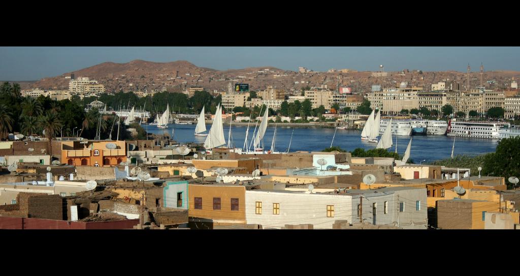 Vista panorámica de la ciudad de Asuán y el río Nilo